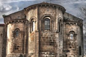 La intensa programación diseñada desde las áreas de Turismo y Cultura del Ayuntamiento de Narón incluye la convocatoria, durante el año, de visitas guiadas al cenobio y también de conciertos de cámara en el interior de la iglesia.