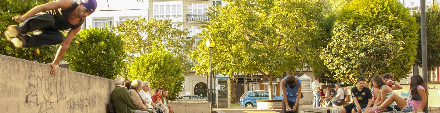 Os espazos urbanos de Narón son unha inmellorable contorna para a práctica do Parkour